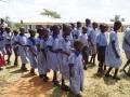 Schulkinder bedanken sich für den neuen Wassertank