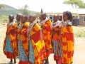 Massaifrauen tanzen bei der Einweihung