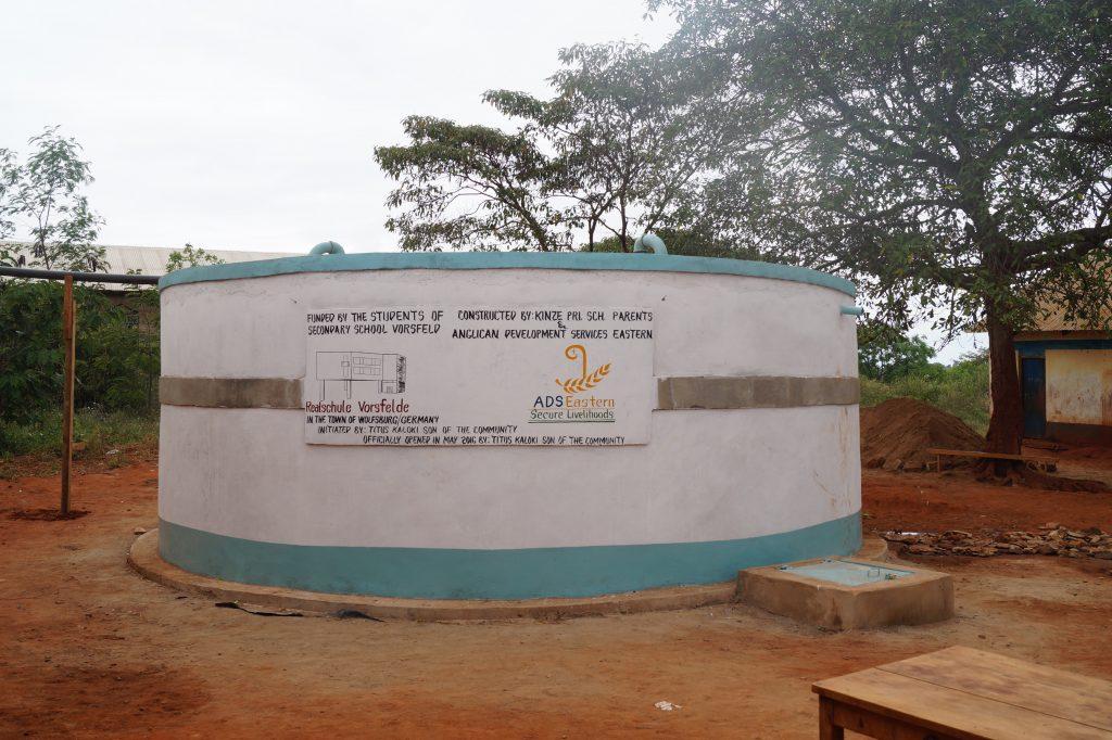 Neuer Wassertank, finanziert von der Realschule Vorsfelde/Wolfsburg