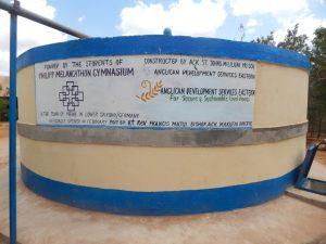 Wassertank der St. John Mililuni Primary School finanziert vom Philipp-Melanchthon-Gymnasium/Meine